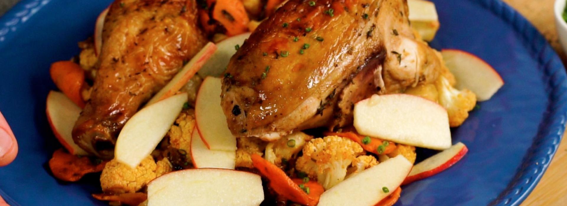 Receta Pollo asado acompañado de coliflor zanahoria y manzana