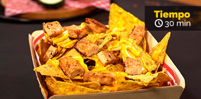 Prueba los Nachos extremos con julianas de pollo Friko